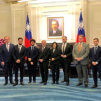Taiwans Präsidentin Tsai Ing-wen (5.v.r.) empfing die Europa-Delegation mit Engin Eroglu, MdEP (4.v.r.). Foto: nh