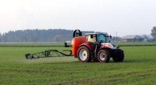 Durch einen verschärften Insekten-, Umwelt- und Grundwasserschutz sehen sich Landwirte in ihrer Existenz bedroht. Foto: Franz W.   Pixabay