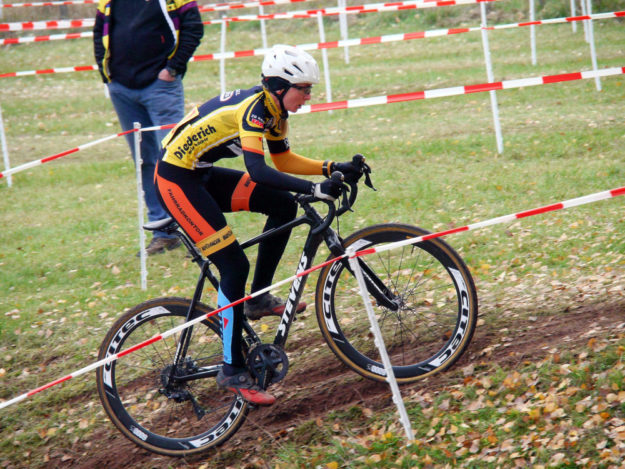 Jasmin Corso ist im Cyclocross die schnellste Frau Nordhessens.  Foto: nh