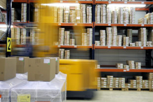 Nicht nur die Industrie oder die heimische Logistik-Branche hat mit Chemikalien zu tun. Foto: Jens P. Raak | Pixabay