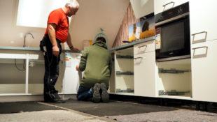 Im Küchentreff wurde der Aufbau einer Küche demonstriert. Foto: nh