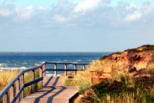 Freizeit und Urlaub auf Sylt sind gerade bei Senioren sehr beliebt. Die Inselaufenthalte entschleunigen den Alltag und bieten hohen Erholungswert. Foto: Karsten Bergmann | Pixabay