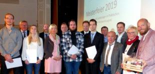 Die Sieger im Leistungswettbewerb der Deutschen Handwerksjugend und die Gewinner des Ausbildungspreises 2019. Foto: Wolfgang Scholz