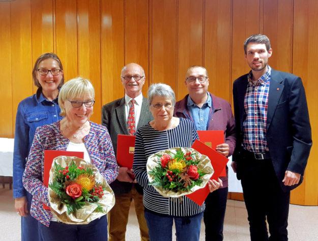 MdL Regine Müller (li.) und Vorsitzender Martin Herbold (re.) ehrten die langjährigen Mitglieder Lydia Köhler, Bernd Herbold, Anne Wimmel und Lothar Möller. Foto: SPD