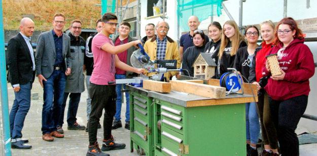 Aktion am Umwelttag: Bau von Insekten Hotels an der Radko-Stöckl-Schule, Melsungen. Foto: nh