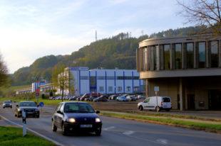 """Der Spangenberger Firmensitz von Wikus mit seiner 2018 eingeweihten, topmodernen """"WI.com""""-Zentrale. Foto: Gerald Schmidtkunz"""
