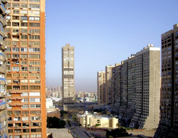 Das moderne Kairo ist einer der Orte, an denen Dustin Dehez mit seiner Frau zu aktuellen außen- und innenpolitischen Bezügen recherchiert. Foto: nh