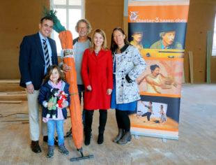 Dr. Stefan Naas mit Tochter Rebekka, Klaus Wilmanns, Wiebke Knell und Silvia Pahl (v.li.). Foto: nh