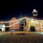 Die Schlosskirche am Paradaplatz im weihnachtlichen Lichterglanz. Foto: ©Gerhard Reidt | Schwalmfoto