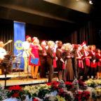 Der Chor Cantare Musica stimmte die Gäste auf die kommende Weihnacht ein. Foto: Lions Club Homberg