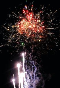 Wer den Verzicht aufs schöne Silvester-Spektakel fordert, kann genausogut auch Weihnachten ohne Geschenke oder einen Hafengeburtstag ohne Schiffe einfordern. Foto: Comet Feuerwerk GmbH