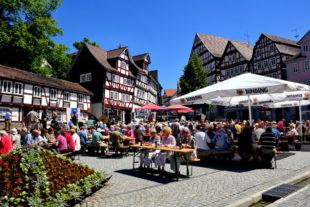 Der Homberger Marktplatz ist nicht zuletzt wegen der Gastronomie ringsum für Reisegruppen immer wieder ein lohnendes Ziel. Foto: Schmidtkunz