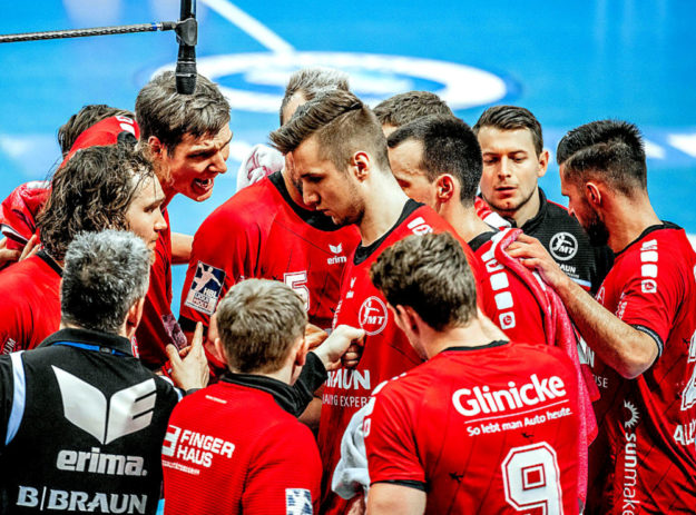 Entsetzen bei den Melsungern. Außenseiter TVB Stuttgart schickt das Grimm-Team nach der Auswärtsbegegnung in der Scharrena mit 31:28 nach Hause. Foto: Alibek Käsler