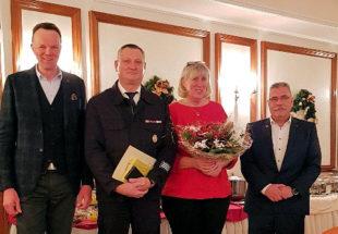 Bürgermeister Heinrich Vesper, Wolfgang Stähling mit Patnerin und der Vorsitzende der Gemeindevertretung, Udo Schölling. Foto: nh