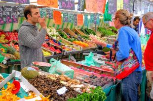 Feinste Lebensmittel mit größtmöglicher Frischegarantie bietet der Wochenmarkt. Foto: Gerhard Bögner | Pixabay