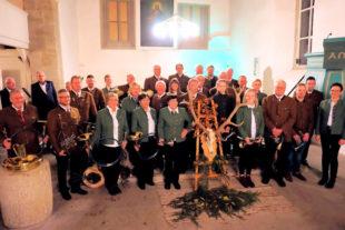 Eine sehr stimmungsvolle Hubertusmesse feierte der KJV Hubertus Ziegenhain gemeinsam mit seinen Gästen in der Klosterkirche zu Spieskappel. Foto: nh