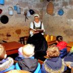 Kunigunde liest Märchen im Lüderkeller. Foto: Schwalm-Touristik