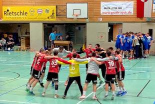 Im Team-Kreis schwören sich die Mannschaften aufs Spiel ein. Foto: nh