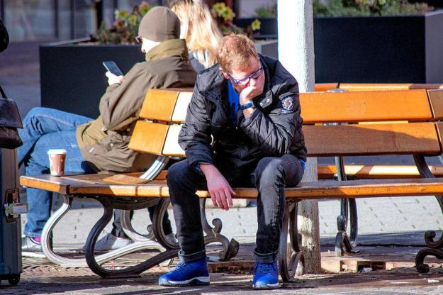 Arbeitslos und auf der Straße? Immer weniger Menschen müssen sich solcherlei Zukunftsangst machen, die Zahl der Arbeitslosen ist derzeit auf einem Tiefstand. Foto: Manuel Alvarez | Pixabay