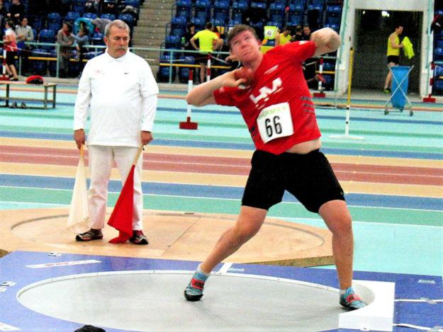 Mit starken 16,06 m kam der 14-jährige Luis Andre in Halle zum ersten Mal über die 16m-Marke. Foto: nh