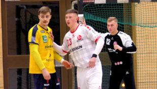Melsungens Nationalspieler Ole Pregler und David Kuntscher in der Abwehr, im Hintergrund Torhüter Moritz Goldmann. Foto: Michael Koch | MT Talents