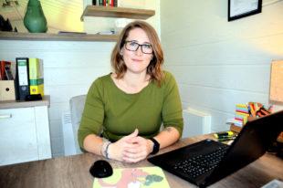 """Carina Simon in ihrem neuen Büro """"Pflanzenfresser"""". Foto: Dörrhöfer-Ziegler   VGZ Schwalm"""