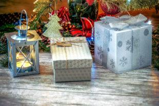 Das Geschäft mit den Weihnachtsgeschenken beschert dem heimischen Handel im November und Dezember rund 19% seines Jahresumsatzes. Foto: Photo-Mix   Pixabay