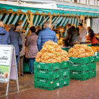 An kaum einem anderen Ort gibt es bessere Frischeprodukte als auf dem Wochenmarkt. Foto: Sebastian Ganso | Pixabay