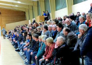 Da war das heimische Publikum in der Hochlandhalle sprachlos. In den letzten drei Spielminuten war für den TSV Ost-Mosheim alles verloren. Foto: nh