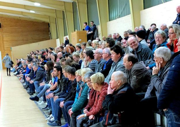 Da war das heimische Publikum in der Hochlandhalle sprachlos. In den letzten drei Spielminuten ging für den TSV Ost-Mosheim alles verloren. Foto: nh