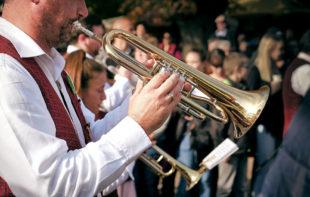 Ein Platz ist noch im Festzug frei, um mit Musik, Folklore oder ähnlichen Darbietungen den Landkreis Schwalm-Eder zu repräsentieren. Foto: Daniel Kirsch | Pixabay