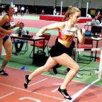 Die 15-jährige Vivian Groppe holte sich bei ihrem ersten 400 m-Lauf einen überzeugenden Sieg vor Helena Keuche, die im Vorjahr zu den Top-Ten in Deutschland gehörte. Foto: nh