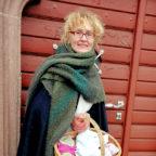Andrea Grede alias Hebamme Ursula führt ihre Gäste bei Nacht durch die Stadt. Foto: nh