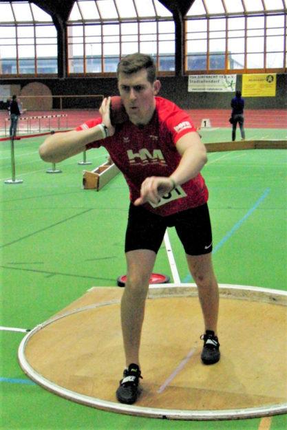 Johannes Berg gewann das Kugelstoßen der MU20, verpasste aber die Norm für die Landesmeisterschaften um 0,42 Meter. Foto: nh