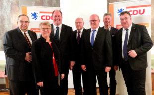 Bernd Siebert, Veronika Backes, Prof. Dr. Helge Braun, Jürgen Lepper, Martin Theune, Klemens Olbrich, Mark Weinmeister (v.li.). Foto: nh