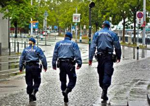 """Streifengang im """"Dienst am Bürger"""" ist das tägliche Brot der Schutzpolizisten. Symbolfoto: Robert Marinkovic   Pixabay"""