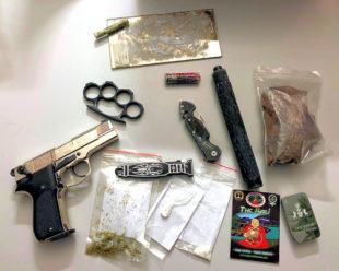 Sichergestellte Waffen und Betäubungsmittel. Foto: Polizei