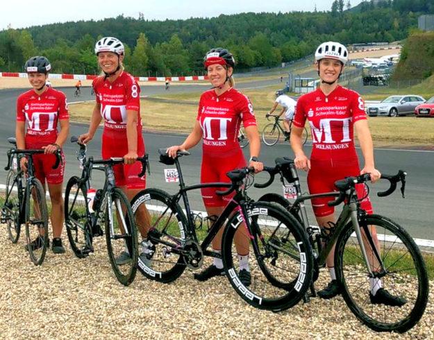 Bereit zum 24-Stunden-Rennen auf dem Nürburgring standen (v.li.) Sarah Trapp, Petra Schildwächter, Christina Mittelbach und Sophie Jahnecke. Foto: MT Melsungen
