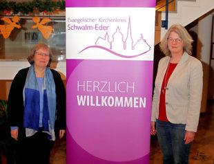 Sie koordinieren künftig die Hospizarbeit im neuen Kirchenkreis Schwalm-Eder: Christine-Ann Raesch (li.) und Antje Hartmann. Foto: Ulrich Köster   nh