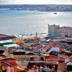 """Für den Flug mit der MT Melsungen zum Handball Europapokaleinsatz am 14./15. Februar geht es im Charterflieger nach Lissabon. Das Bild zeigt das Stadtpanorama mit dem """"Castelo de São Jorge"""". Foto: Turismo de Lisboa"""