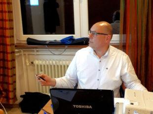 Der Bildungsreferent für Kommunalpolitik in Hessen e.V., Markus Pollok, bereicherte das Wissen der Klausurteilnehmer mit einem Vortrag über Digitalisierung. Foto: nh