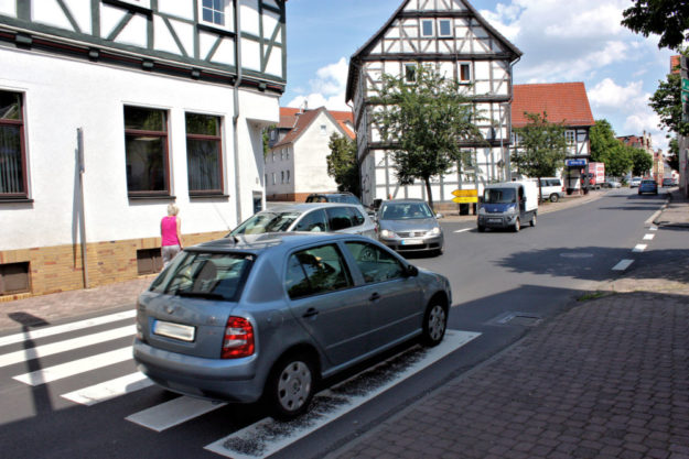 An der Kreuzung Fritzlarer Straße/Besser Straße wird es oft eng. Foto: nh