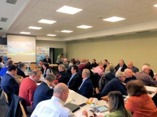 Voll war am Samstag der Tagungsraum im Bürgerhaus Wieseck. MdEP Engin Eroglu leitete die Sitzung. Foto: FREIE WÄHLER