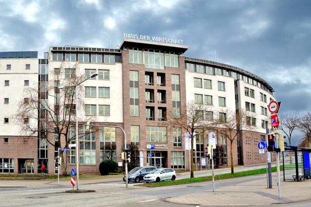 Das Haus der Wirtschaft in der Kurfürstenstr. 9 gegenüber dem Hauptbahnhof ist Sitz der IHK Kassel-Marburg. Foto: Schmidtkunz