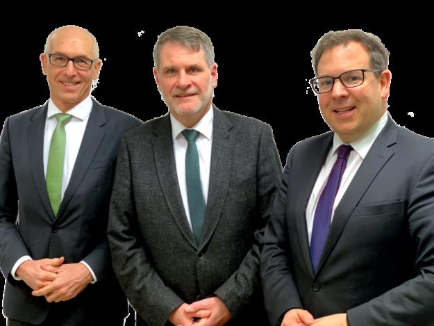 Das neue Führungstrio der Hessischen Krankenhausgesellschaft (v.li.): Dieter Bartsch, Prof. Dr. Steffen Gramminger, Dr. Christian Höftberger. Foto: Asklepios
