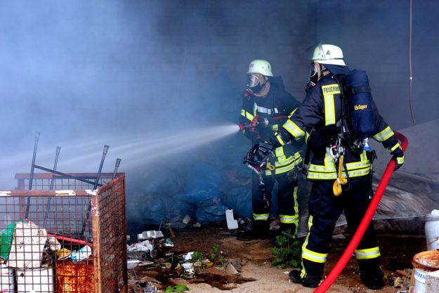 Die Arbeit unter Atemschutzgerät gehört für die Feuerwehrleute zum täglich Brot. Eine profunde Ausbildung ist für sie unerlässlich. Foto: René Fischer | Pixabay
