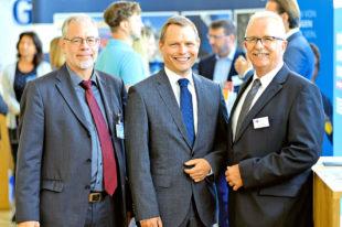 Die Gastgeber sind (v.li.): Christoph Külzer-Schröder (Außenwirtschaftsforum), IHK-Vizepräsident Dr. Hans-Friedrich Breithaupt und Norbert Claus (IHK-Teamleiter International). Foto: Außenwirtschaftsforum