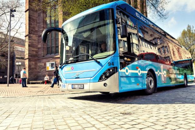 Ein moderner Elektro-Hybridbus der Göttinger Verkehrsbetriebe. Bis zum Jahr 2030 soll der Busbetrieb in ganz Göttingen elektrifiziert werden. Foto: Göttinger Verkehrsbetriebe