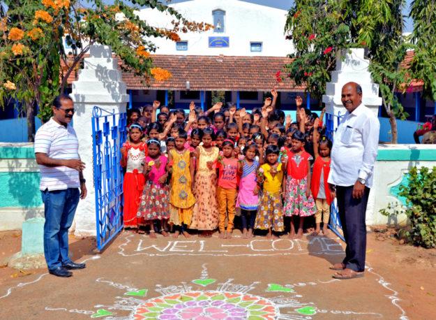 Freundlicher Empfang von Kindern im Waisenhaus, in dem auch Paul Shindhe aufgewachsen ist. Foto: Reinhold Hocke