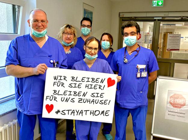 Einen freundlichen, aber bestimmten Appell richtet das Gesundheitsteam des Hospitals zum Heiligen Geist an die Menschheit: #STAYATHOME – Bleiben Sie Zuhause! Foto: nh